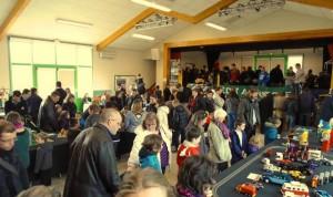La foule très nombreuse à l'expo Lego de St georges de Pointindoux.